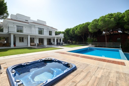 Top quality, spacious new build villa located in a quiet residential area in Marbella East