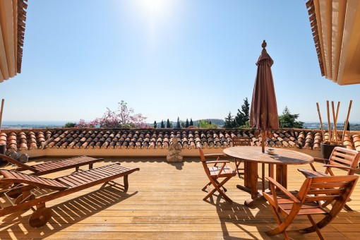 Roof terrace with sun loungers