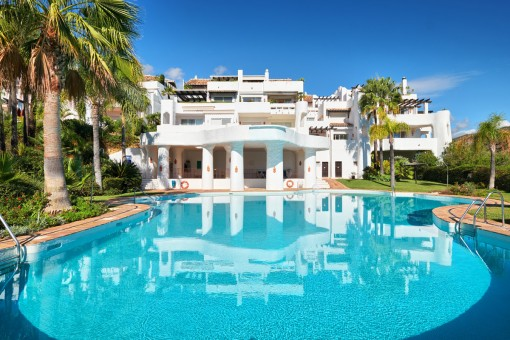 Spacious, elevated ground floor apartment at the golf Resort in Benahavis
