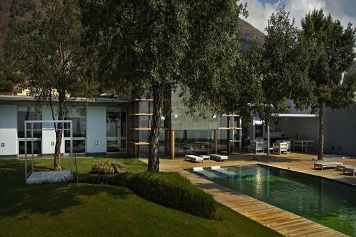 Spacious pool and garden area