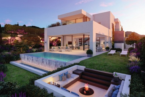 Luxury gated villa at the golf course in Estepona