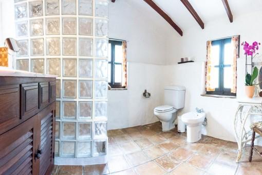 Villa 4 - Bathroom with shower