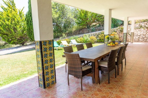 Villa 5 - Terrace with outdoor dining area