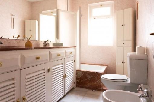 Villa 1 - Bathroom with bathtub