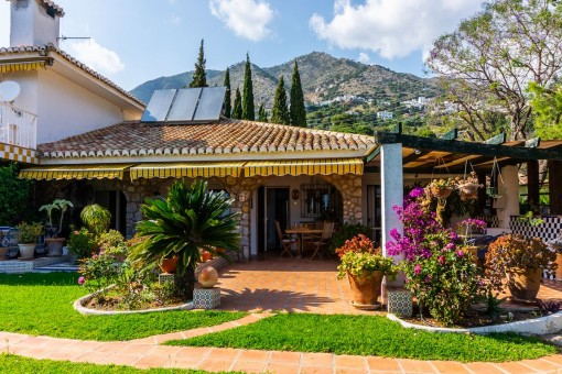 A big plot with 5 houses in the hills of Mijas, on the coast of Andalusia