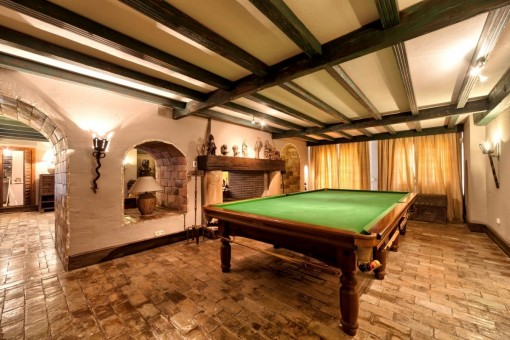 Entertainment zone with Billiard and fireplace