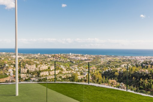Superb views from this off plan, 3 bedroommiddle floor apartment in Benahavis Coast