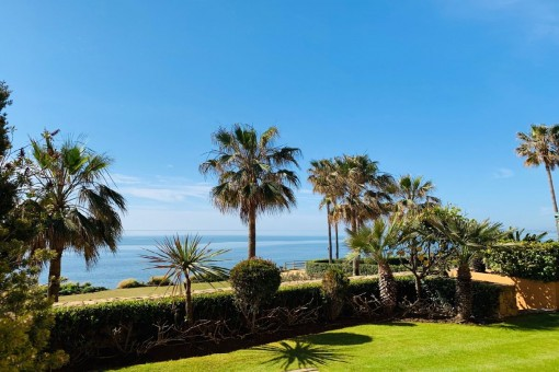 Luxury 3 bedroom beachfront apartment in Granados del Mar in estepona