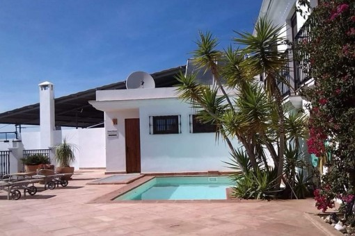 Charming town house with sunny terrace and pool in Vélez-Málaga