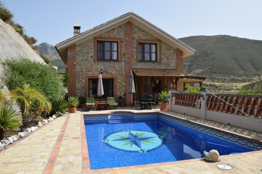 Fantastic high quality villa located 25 minutes from the coast in Alcaucín
