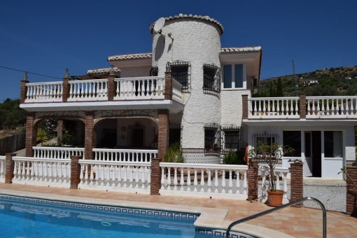 Beautiful detached villa with private pool and panoramic mountain views in Alcaucín