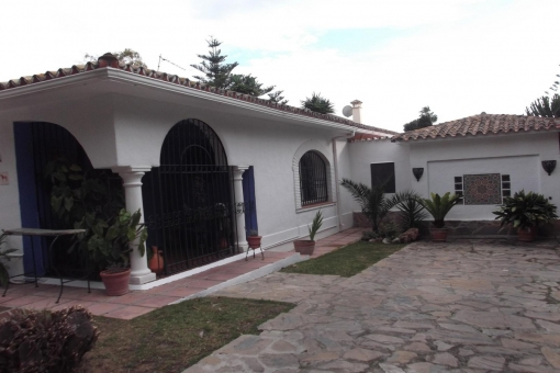 Charming villa with 5 bedrooms and close to the beach in Estepona
